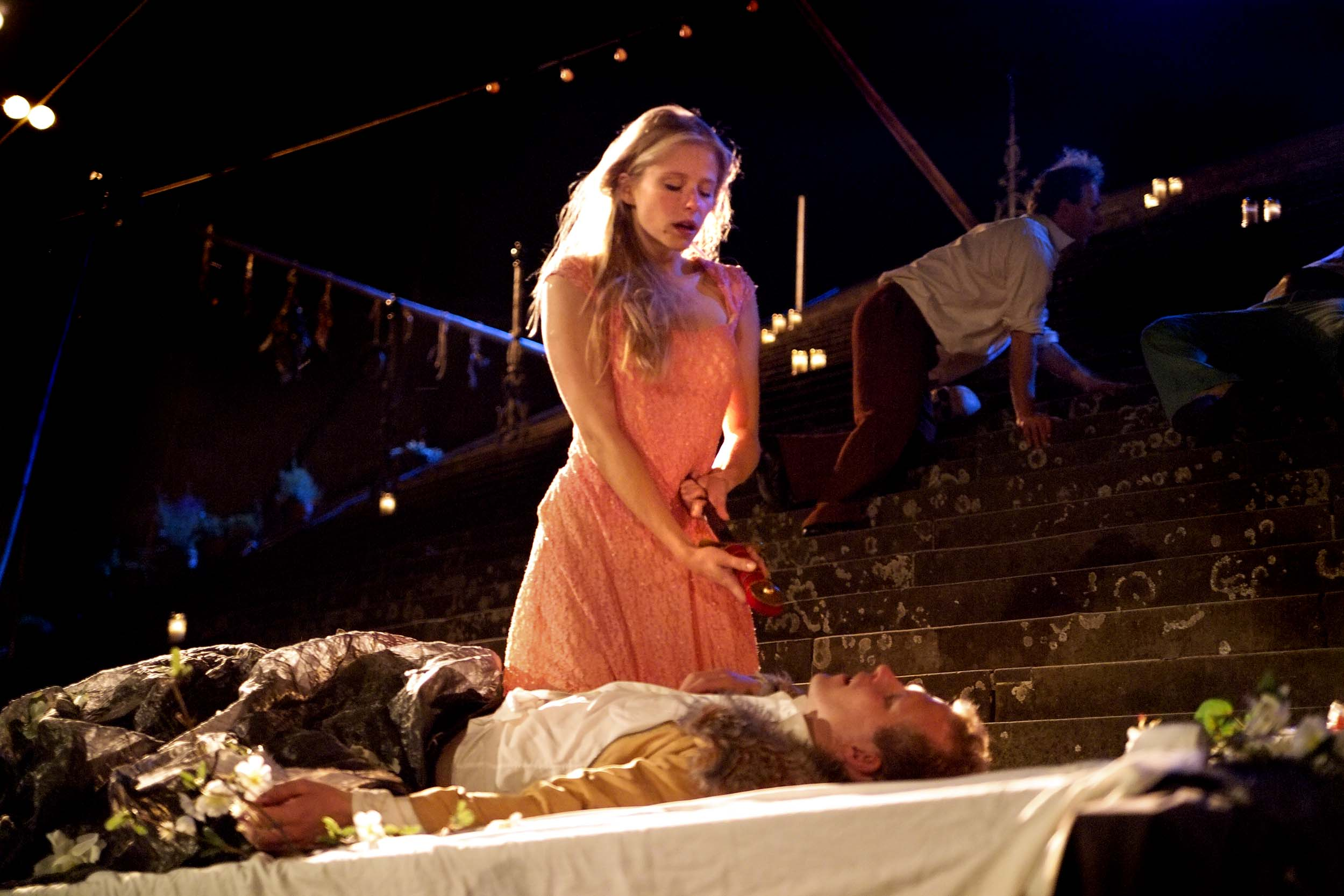 romeo and juliet a review of baz luhrmanns movie